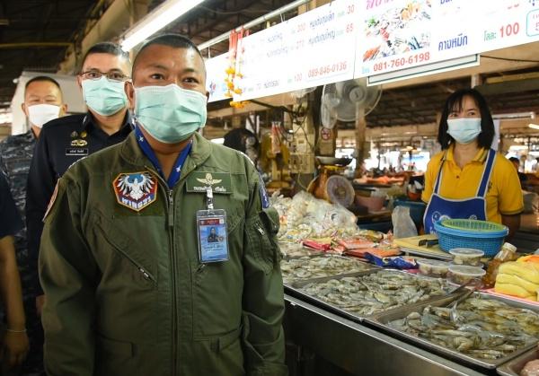 กองบิน ๒๑ ช่วยเหลือแม่ค้าและเกษตรกรผู้เลี้ยงกุ้ง ซึ่งได้รับผลกระทบจากการแพร่ระบาดของเชื้อไวรัสโควิด-19