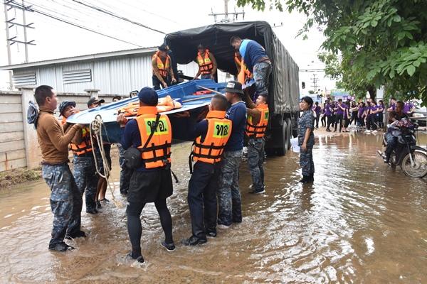 ศูนย์บรรเทาสาธารณภัย กองบิน ๒๑ ช่วยเหลือประชาชน