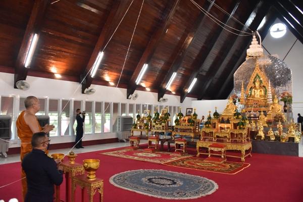 กองบิน ๒๑ ยกฉัตร ๕ ชั้น ถวายเป็นพุทธบูชาแด่พระพุทธมังคโลดม พระประธานประจำวิหารพระพุทธมังคโลดม